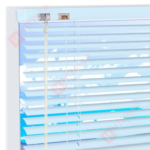 Горизонтальные алюминиевые жалюзи на пластиковые окна - цвет светло-голубой