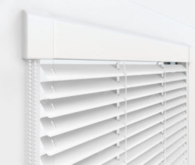 Жалюзи Изотра 25 мм на пластиковые окна - цвет белый
