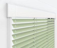 Жалюзи Изотра 16 мм на пластиковые окна - цвет бело-зеленый